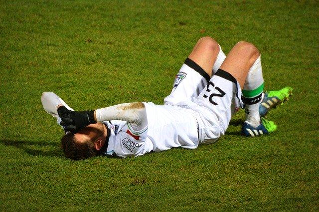 Sportverletzung beim Fussball - Erste Hilfe bei Sportverletzungen