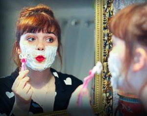 shaving 4715236 640 300x237 - Frau beim rasieren